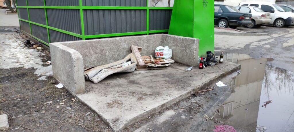 Майданчик для великогабаритного сміття на розі вулиць Курчатова, Вишнева та Чкалова. Фото авторок